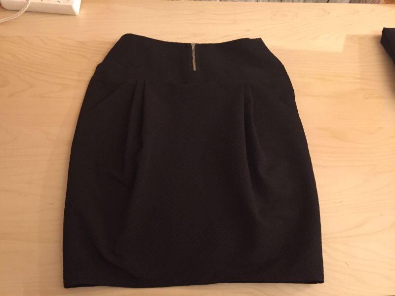 Tulpenrock in schwarz mit Zipperdeko