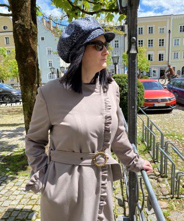 Mantel mit Rüschen im French-Look